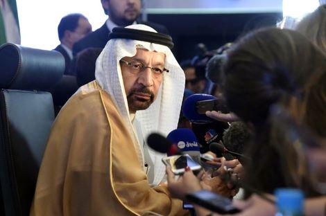 وزير الطاقة السعودي خالد الفالح في المؤتمر الصحافي عقب دول اجتماع دول منتجة للنفط في الجزائر الاحد في 23 ايلول/سبتمبر 2018