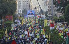 Photo de manifestants rassemblés à l'appel du mouvement chiite libanais Hezbollah, à la suite de la décision du président américain Donald Trump de reconnaître Jérusalem comme la capitale d'Israël, le 11 décembre 2017 dans la banlieue sud de Beyrouth