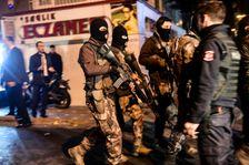 Des forces de police turques patrouillent dans les rues d'Istanbul après le double attentat, le 10 décembre 2016