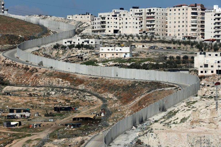 Le mur entre Jérusalem-est et le village d'Anata (d) en Cisjordanie, le 6 février 2017