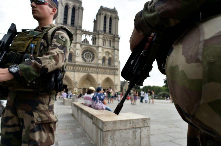 Un militaire de l'opération Sentinelle attaqué au couteau à Paris