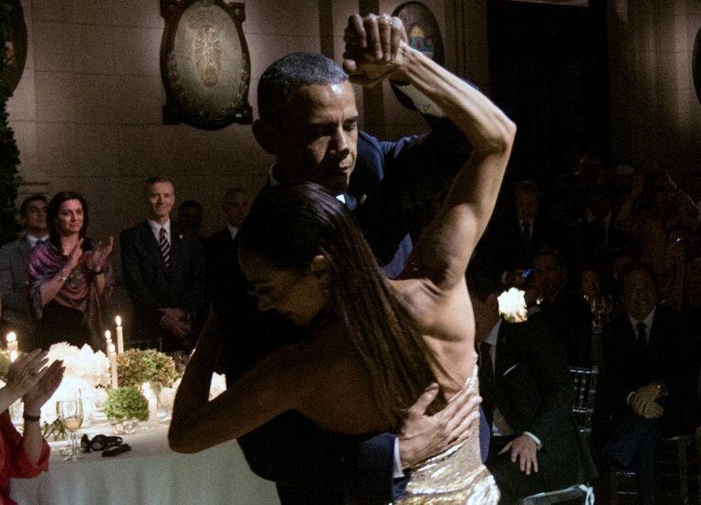 Barack Obama danse un tango lors d'un dîner au centre culturel Kirchner à Buenos Aires, le 23 mars 2016
