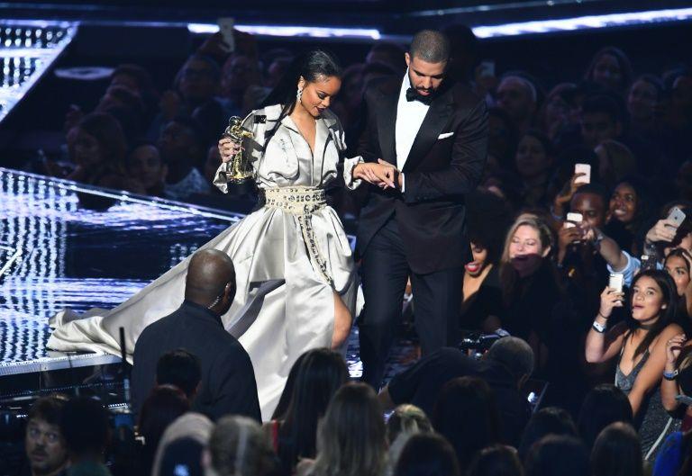 Rihanna et Drake sur la scène des  des Vidéo Music Awards (VMA) le 28 août 2016 à Madison Square Garden à New York