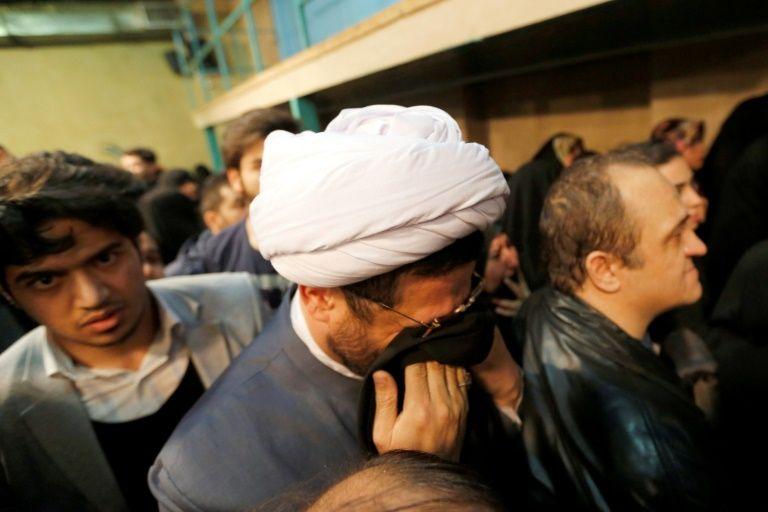 Des partisans de l'ayatollah Rafsandjani lors d'une cérémonie peu après le décès de l'ex-président iranien, le 8 janvier 2017 à Téhéran