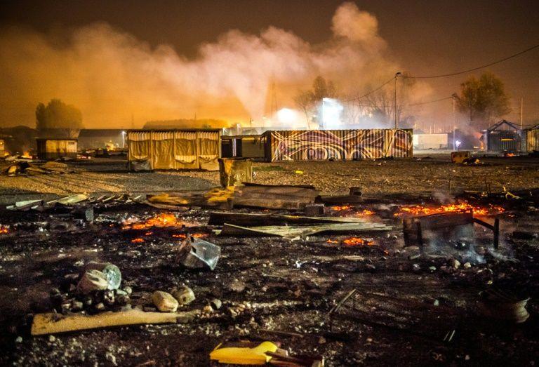 Les migrants du camp incendié dirigés vers des centres d'accueil — France