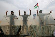 Israël: l'armée cible une position du Hamas en réponse aux ballons incendiaires