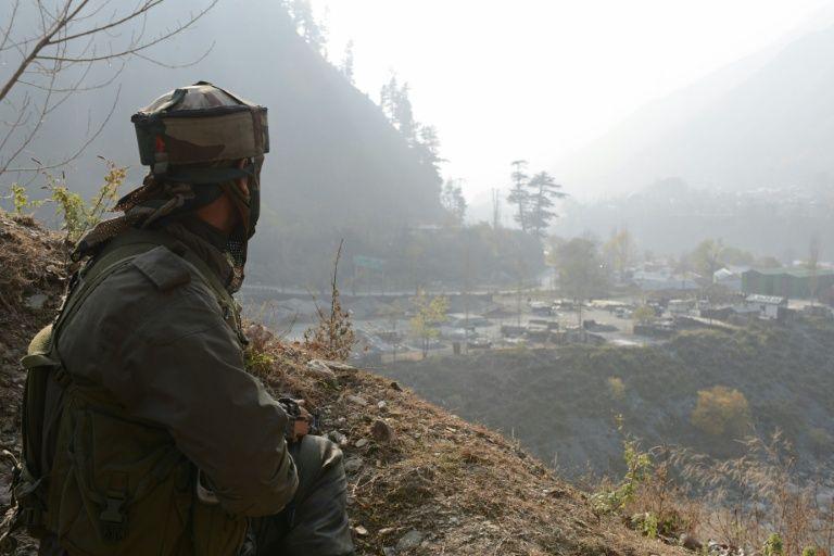 جندي هندي في نقطة مراقبة في كشمير