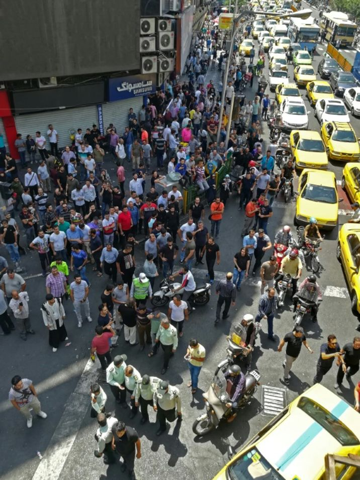 "c8eb5c6a3a2 Iran  les manifestants envahissent les rues en scandant ""Mort à la  Palestine"" – i24 News"