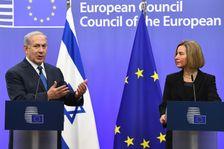 Le Premier ministre israélien Benjamin Netanyahu et la cheffe de la diplomatie européenne Federica Mogherini, lors d'une conférence de presse à Bruxelles, le 11 décembre  2017