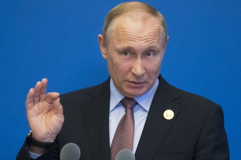 Versailles - Macron qualifie deux télévisions publiques russes d'