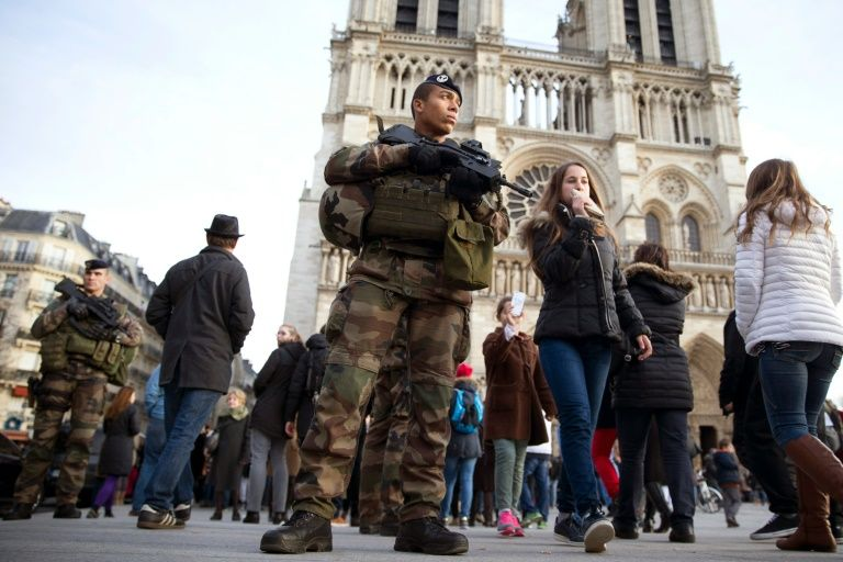 Attaque de Notre-Dame de Paris : l'assaillant, un Algérien