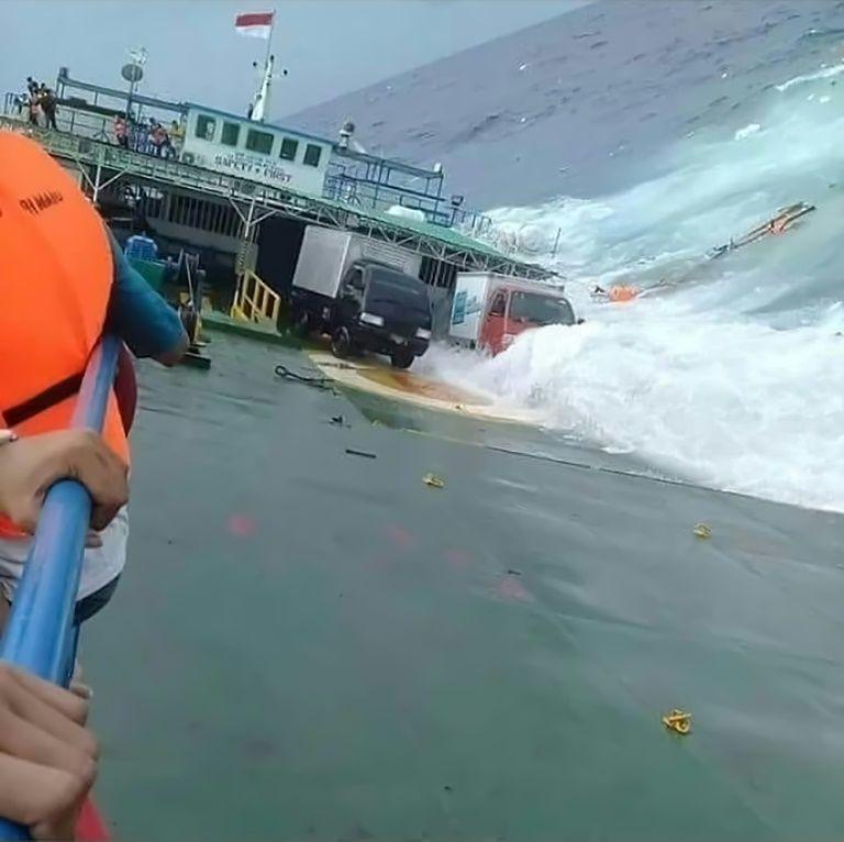 I24news Indon 233 Sie Les C 233 L 232 Bes Frapp 233 Es Par Un Tsunami