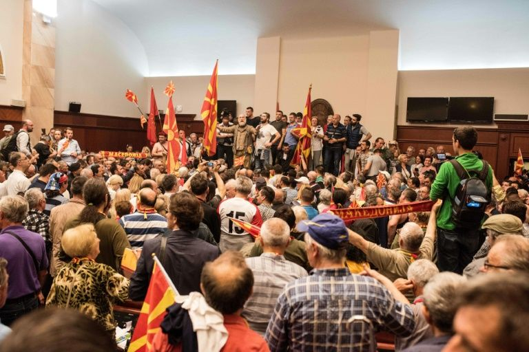 Macedonia crisis: European Commissioners condemn attacks on MPs in Skopje