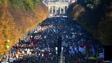 Tens of thousands stage anti-racism march in Berlin