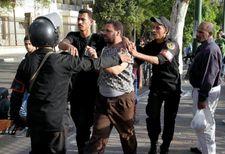 الافراج عن 82 شابا مصريا اعتقلوا على خلفية سياسية