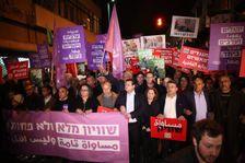 الآلاف يتظاهرون في تل أبيب ضد حكومة اليمين وهدم البيوت العربية