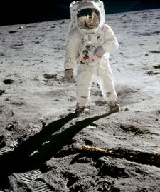 Trump tells NASA to send Americans to Moon