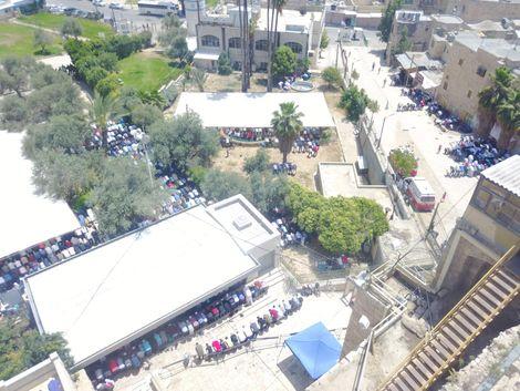 Jérusalem: les Palestiniens affluent pour le premier vendredi du ramadan