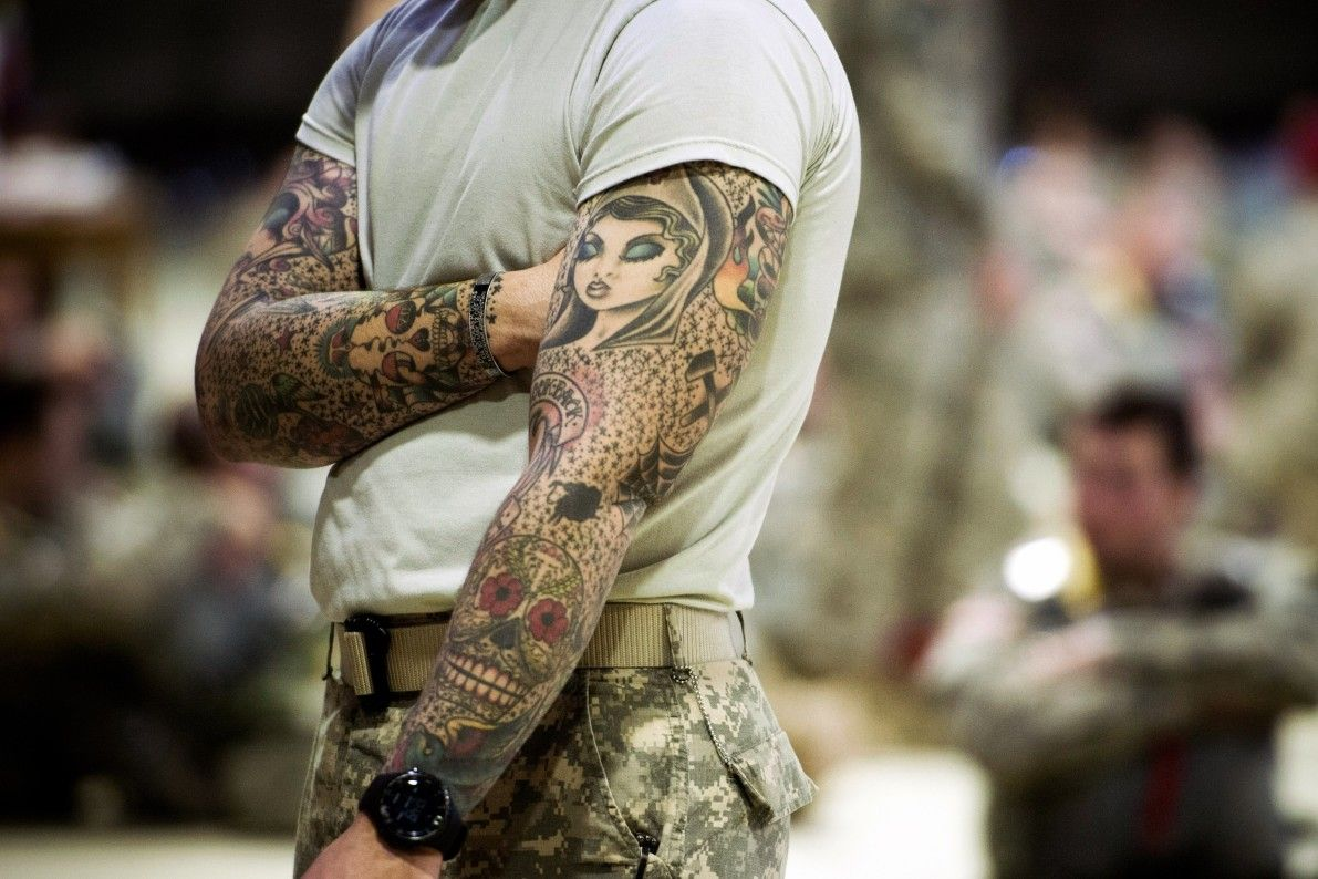 i24NEWS - Sailors rush for tattoos as US Navy bends rules ...