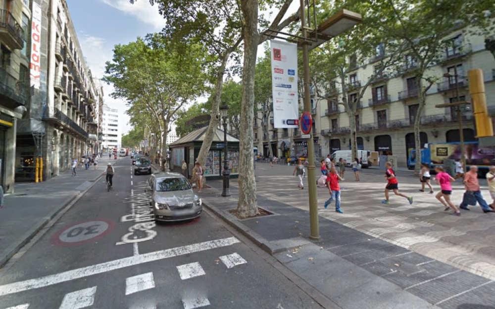 Une fourgonette percute la foule sur les Ramblas de Barcelone — Espagne