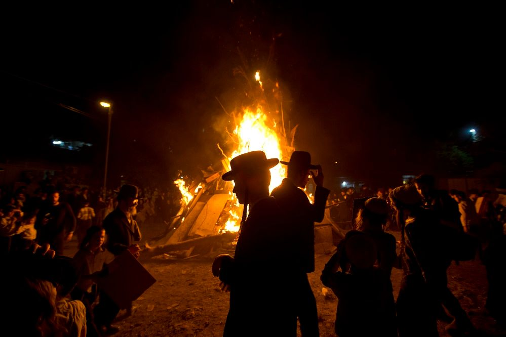 Thousands flock to Israel's Galilee for bonfire festival
