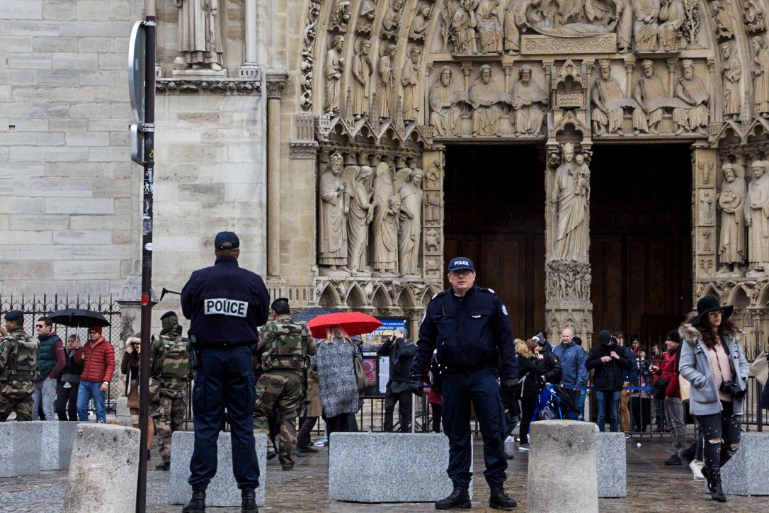 Police Officer Attacked Near Paris' Notre Dame Cathedral