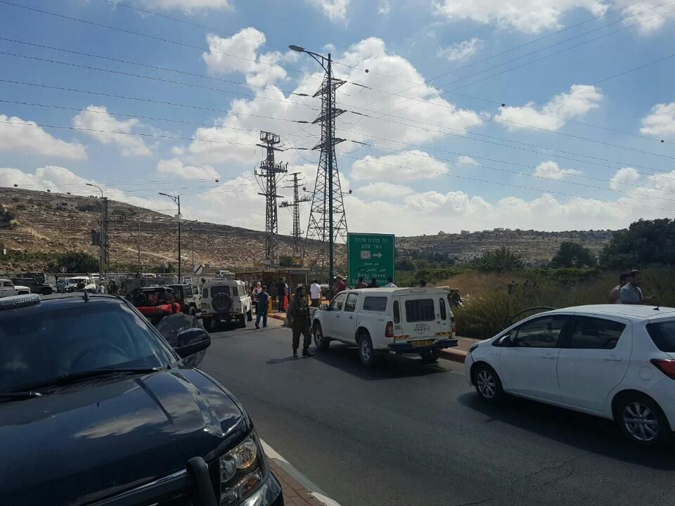 Israeli forces shoot, injure Palestinian in West Bank