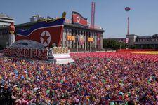Une parade militaire sans ICBM pour les 70 ans de la Corée du Nord