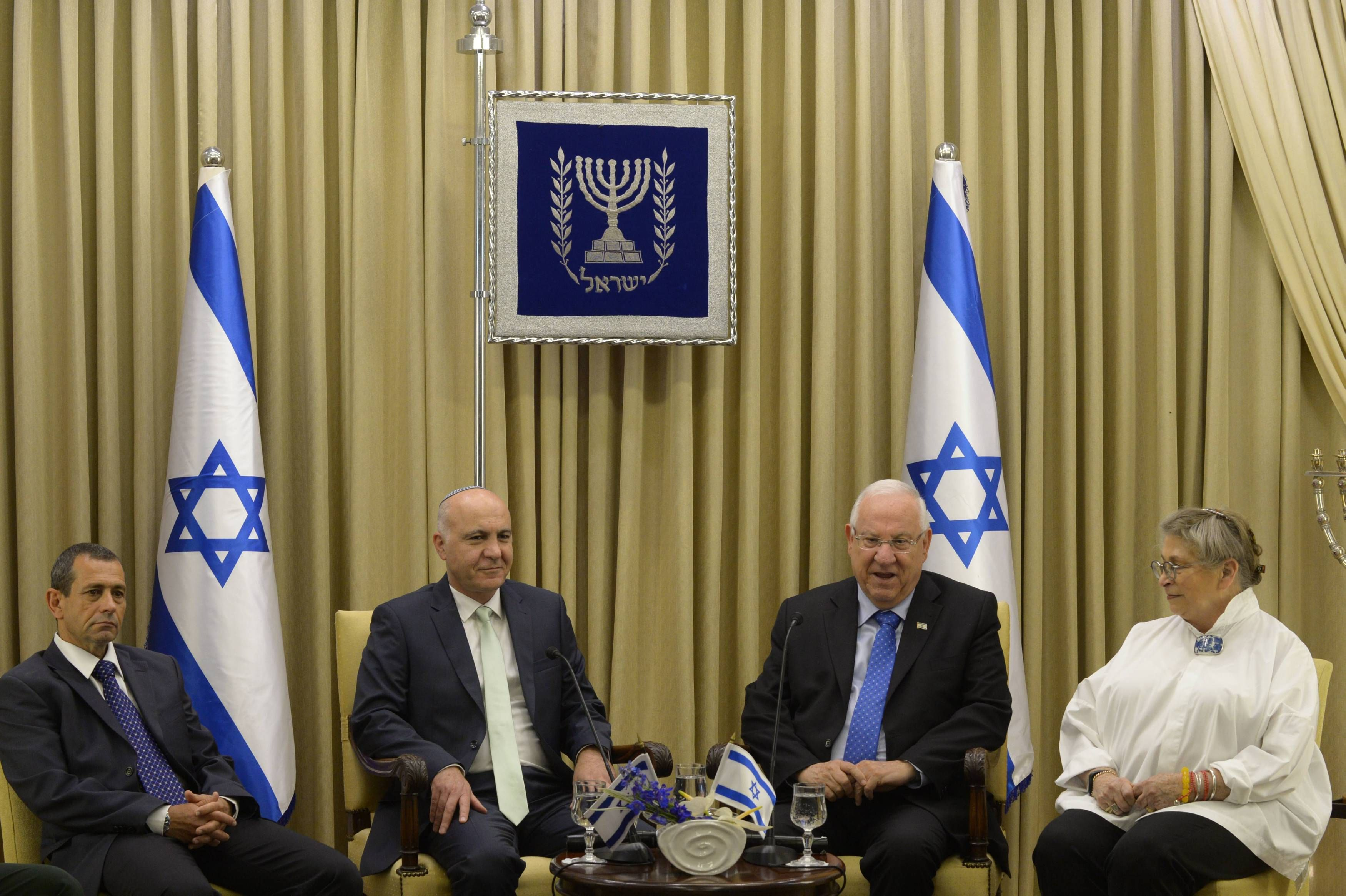 Head of Israeli internal security visited Amman today to resolve embassy standof