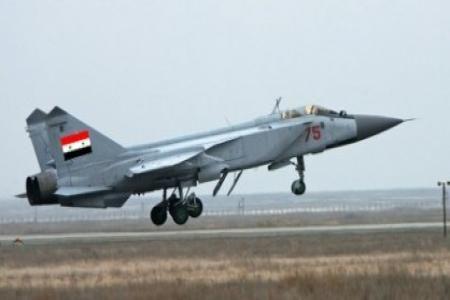 """سلاح الجو السوري يدمر آليات مصفحة لإرهابيي """"داعش"""" بريف الرقة Syria-airforce-418x229"""