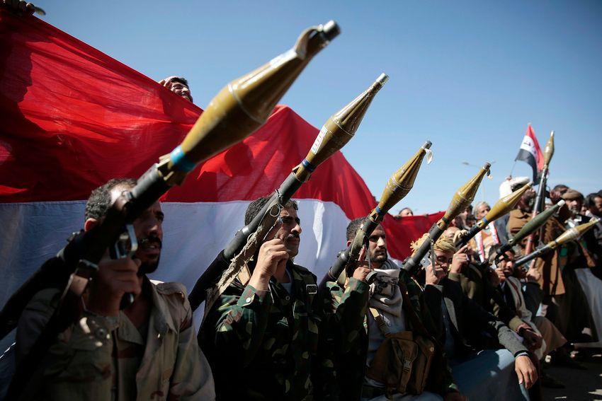 Illustration - Des rebelles houthis posant pour une photo lors d'un rassemblement visant à mobiliser davantage de combattants, à Sanaa (Yémen) le jeudi 24 novembre 2016.