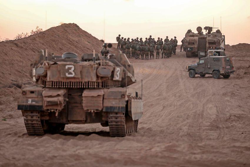 دبابات للجيش الاسرائيلي على الحدود