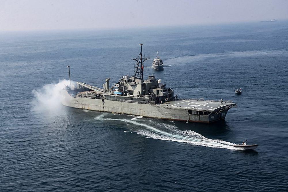 السفينة الهجومية البرمائية البحرية الإيرانية Lavan (514) تشارك في مناورة بحرية مشتركة في شمال المحيط الهندي في 17 فبراير 2021.