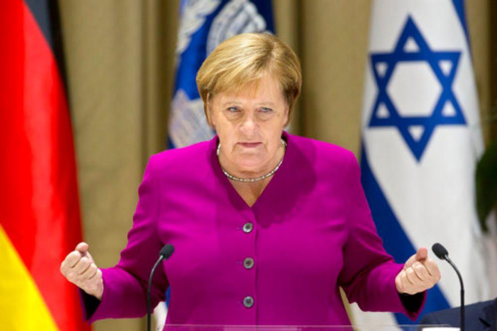 المستشارة الألمانية أنغيلا ميركل تشير خلال حديثها خلال اجتماعها مع الرئيس الإسرائيلي رؤوفين ريفلين في مقر إقامة الرئيس في القدس ، الخميس ، 4 أكتوبر ، 2018.