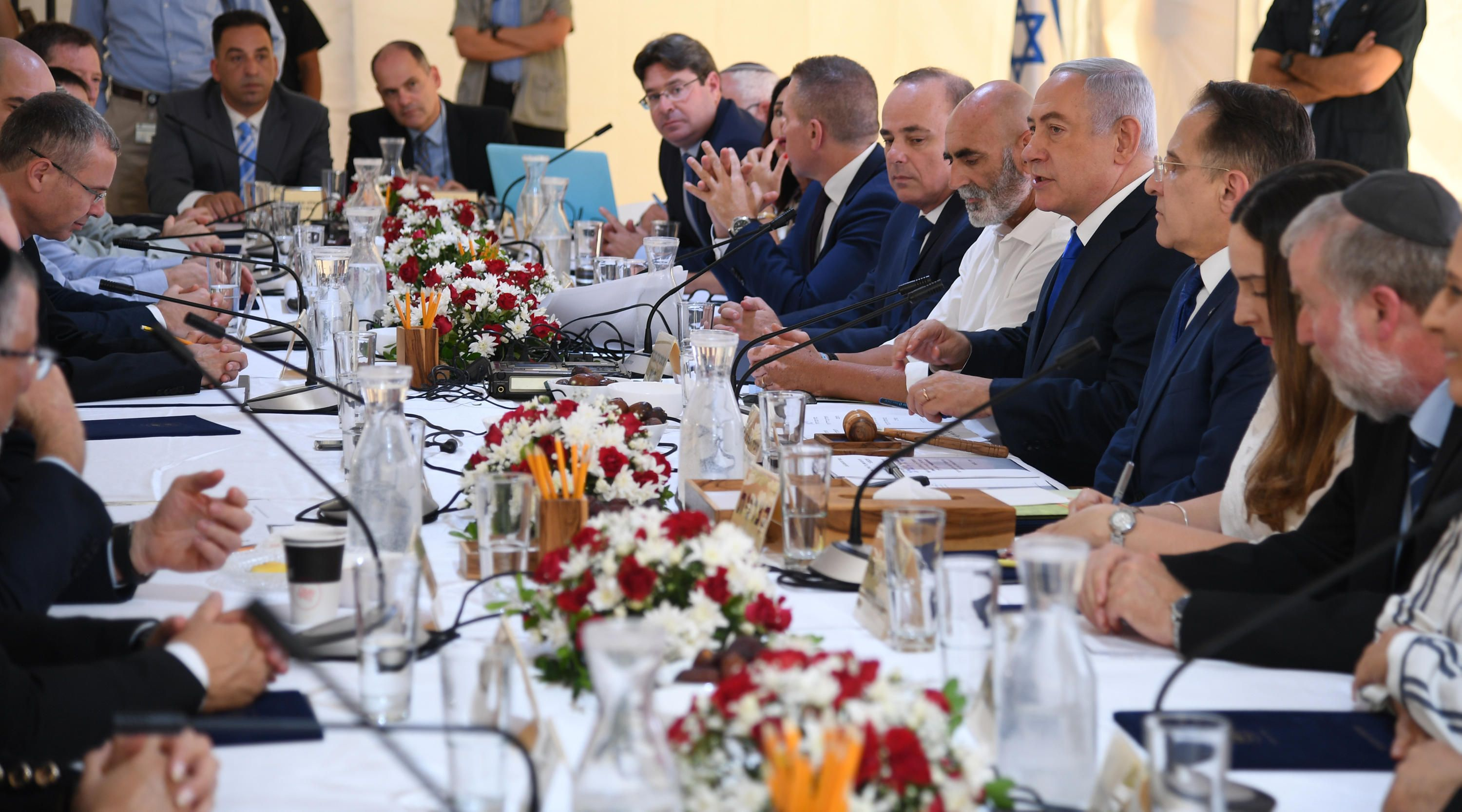 LIVEBLOG: Netanyahu says 'deal of the century to be revealed days after elections'