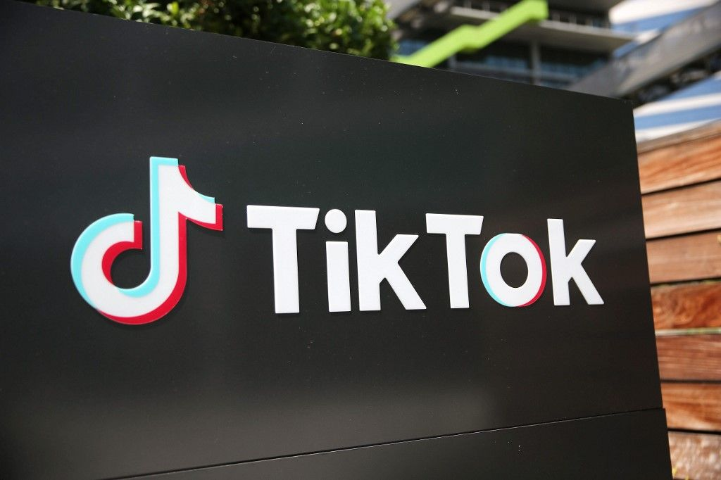 i24NEWS – US gov't orders TikTok, WeChat off app stores from Sunday