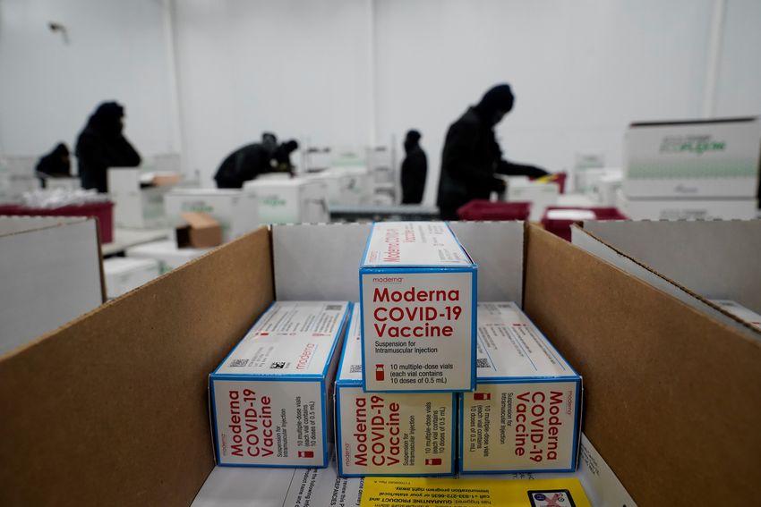 Des boîtes contenant le vaccin Moderna Covid-19 préparées pour être expédiées au centre de distribution McKesson à Olive Branch, Mississippi, le 20 décembre 2020