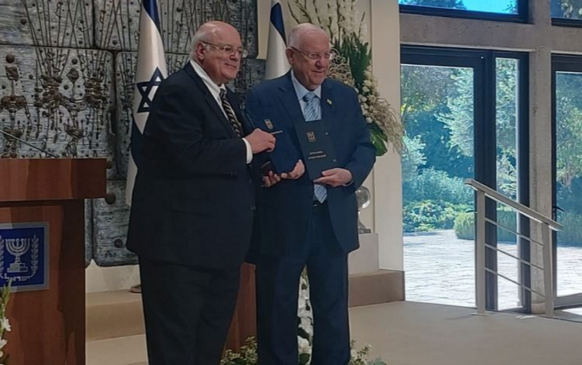 Chief Justice Hanan Melcer presents President Reuven Rivlin with Israel's final election results at the President's Residence in Jerusalem - Sept. 25, 2019