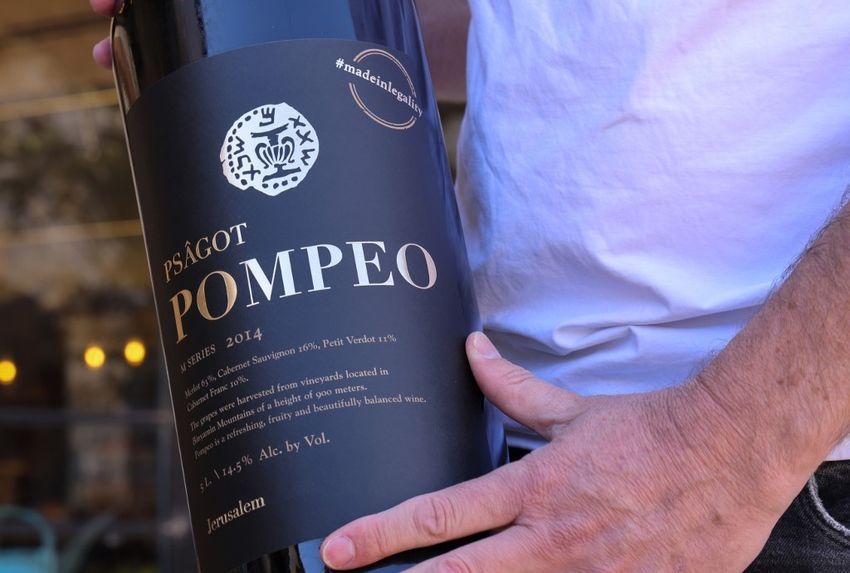Illustration - Une bouteille de vin du vignoble Psagot nommée en l'honneur de Mike Pompeo, le 18 novembre 2020.