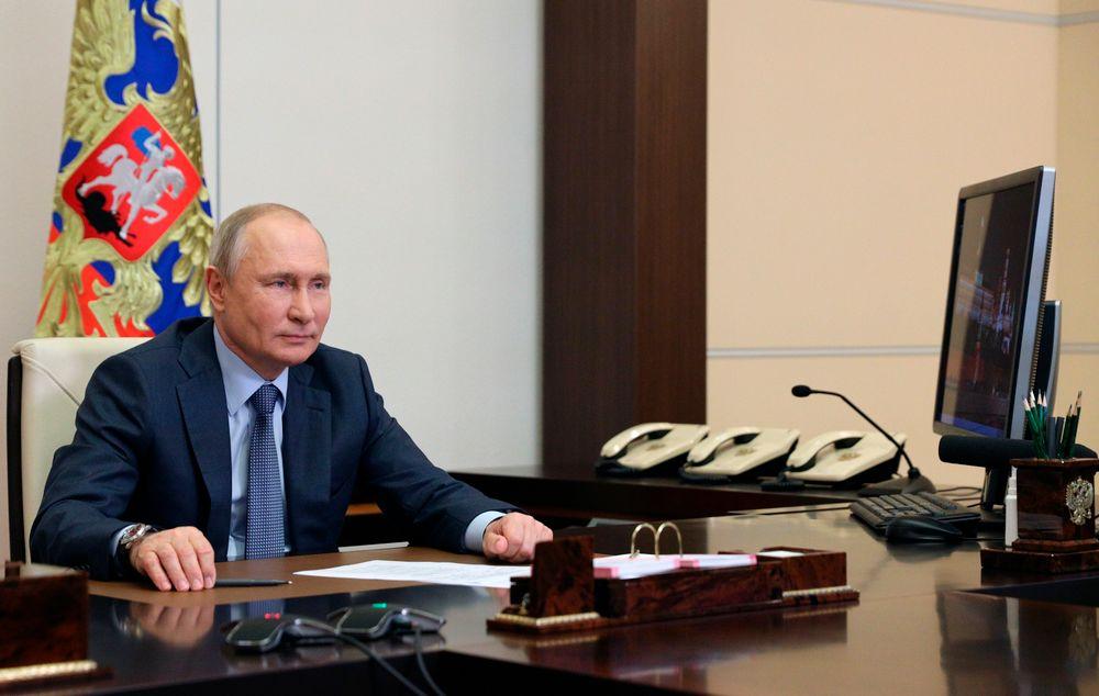 Le président russe Vladimir Poutine lors d'une réunion par vidéoconférence à la résidence Novo-Ogaryovo à l'extérieur de Moscou, Russie, le 8 juin 2021