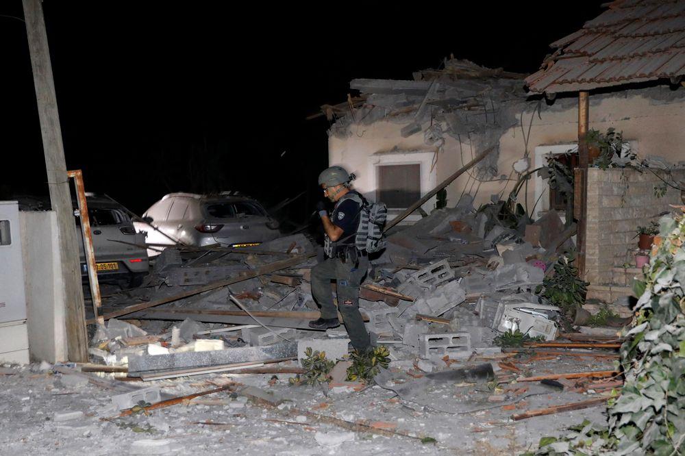 Dégâts dans une maison à Yehud, près de Tel Aviv, le 12 mai 2021, après des salves de roquettes sur Israël depuis Gaza