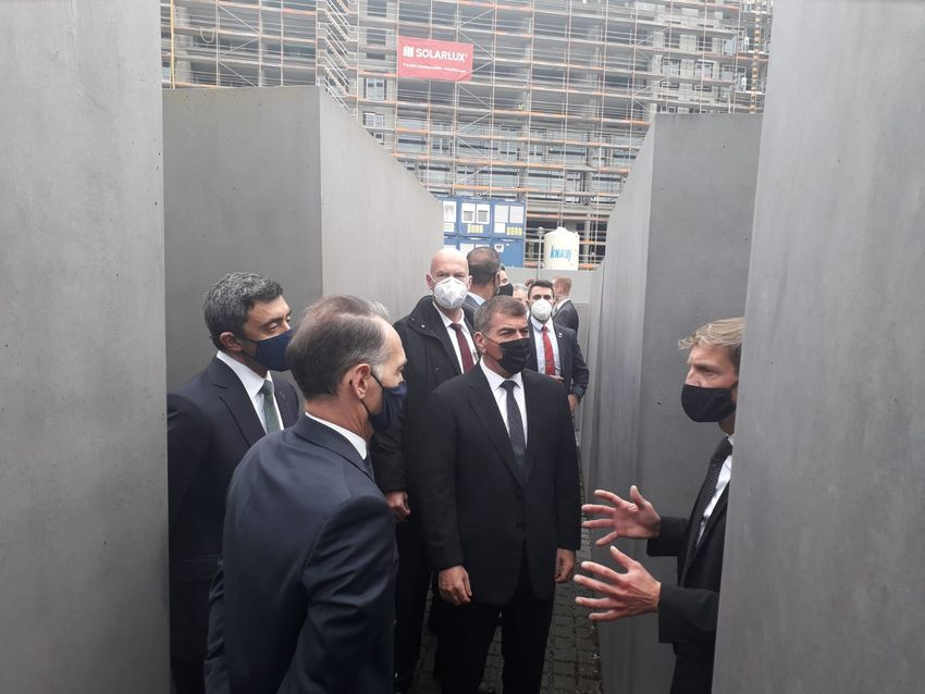 """وزيرا الخارجية الإسرائيلي والإماراتي يزوران متحف """"الهولوكوست"""" في برلين"""