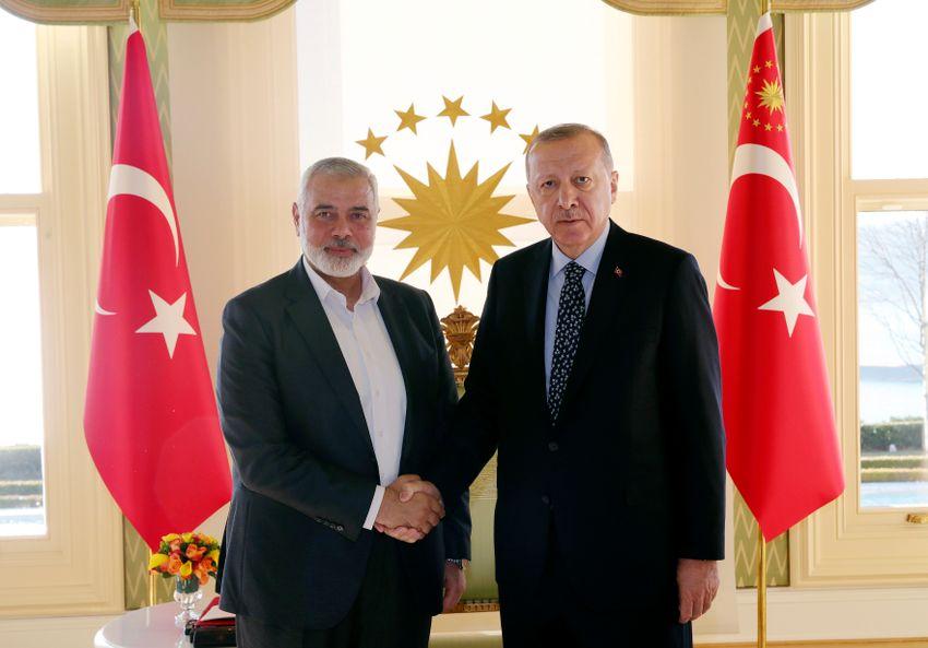 Hamas political bureau chief Ismail Haniyeh (left) and Turkish President Recep Tayyip Erdogan, before a meeting in Istanbul on February 1, 2020