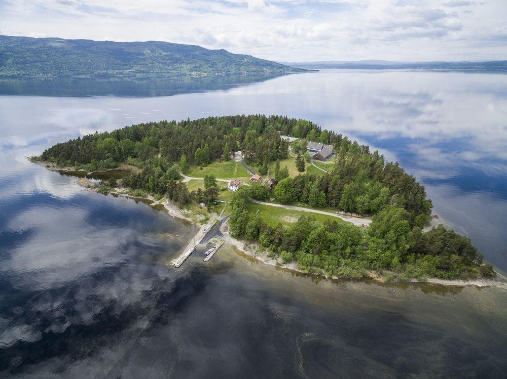 Vista aérea da ilha de Utoya, Noruega, onde o extremista de extrema direita Anders Behring Breivik matou 69 pessoas, foto tirada em 31 de maio de 2017.