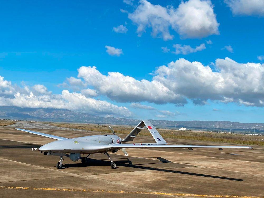 طائرة بدون طيار تركية الصنع من طراز Bayraktar TB2.