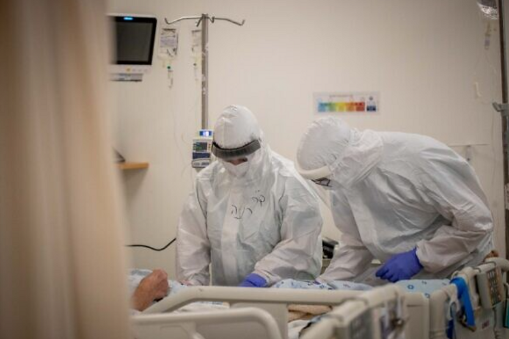 Le personnel de l'hôpital de l'unité Coronavirus de l'hôpital Shaare Zedek à Jérusalem le 3 février 2021
