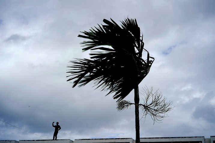i24NEWS - Hurricane Dorian: Five dead in Bahamas, PM confirms