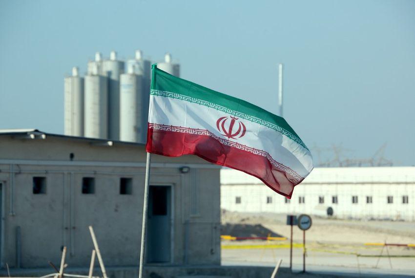 Un drapeau iranien dans la centrale nucléaire iranienne de Bushehr, lors d'une cérémonie officielle pour le lancement des travaux d'un deuxième réacteur dans l'installation, le 10 novembre 2019