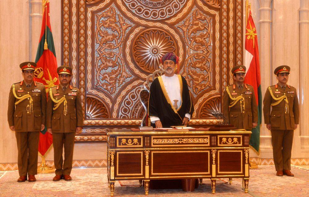 Sultan Oman Haitham bin Tariq Al Said di hadapan Dewan Keluarga Kerajaan di Muscat, 11 Januari 2020.