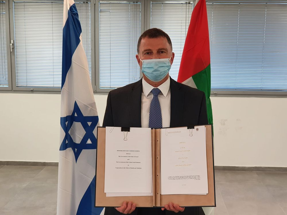 Y. Edelstein signe un accord de coopération dans le domaine de la santé avec les EAU